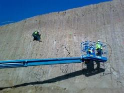 Estabilització de talusos i murs en excavació per a nau industrial de Inditex a Palafolls. Maresme